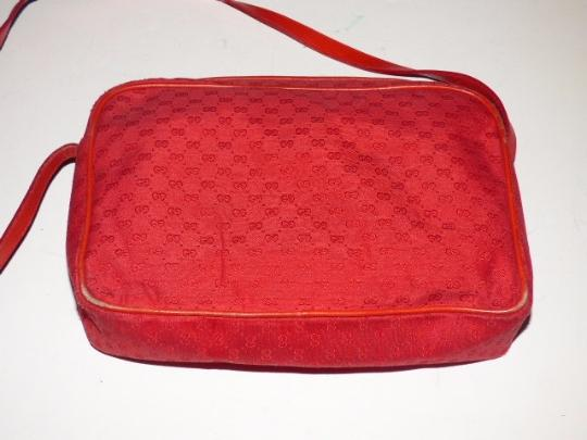 Gucci Gold Hardware Front Pocket Very Clean Lining Belt Buckle Accents Great Pop Of Color Cross Body Bag Image 3