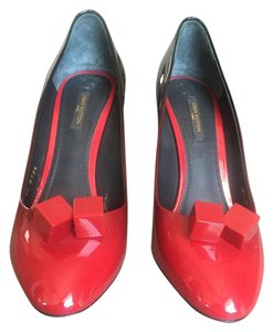 Louis Vuitton Monogram Patent Leather red with black Pumps