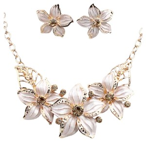 New White Flower Statement Necklace and Earring Set