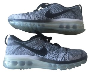 Nike Air Max Running Black & White Flyknit Athletic