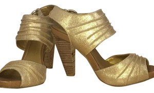 Seychelles Gold Pumps