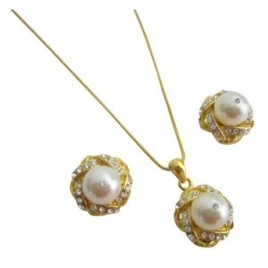 Ivory Golden Exquisite Cream Pearls Adorned High Gold Necklace Earrings Jewelry Set