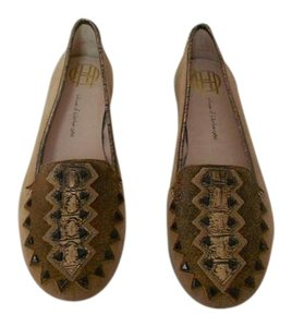 House of Harlow 1960 Arresting Pattern Studded Comfortable Cafe Au Lait Flats