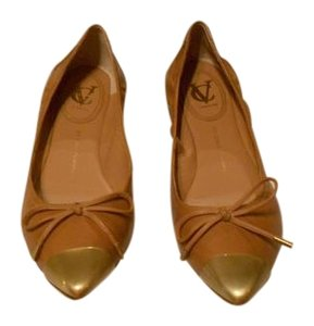 Vince Camuto Versatile Color Striking Design Cap Toe Camel Flats