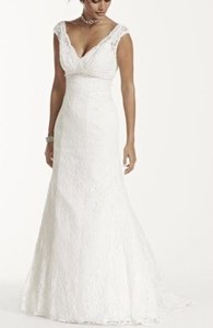 David's Bridal Cap Sleeve Trumpet Lace V9768 Wedding Dress