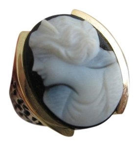 Beautiful 14kt. Gold Cameo Ring with Genuine Black Onyx, size 7.25, Vintage 1960's