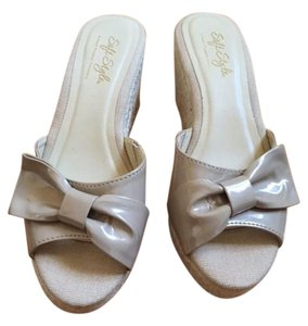 Hush Puppies Fashionable Comfortable champagne Wedges