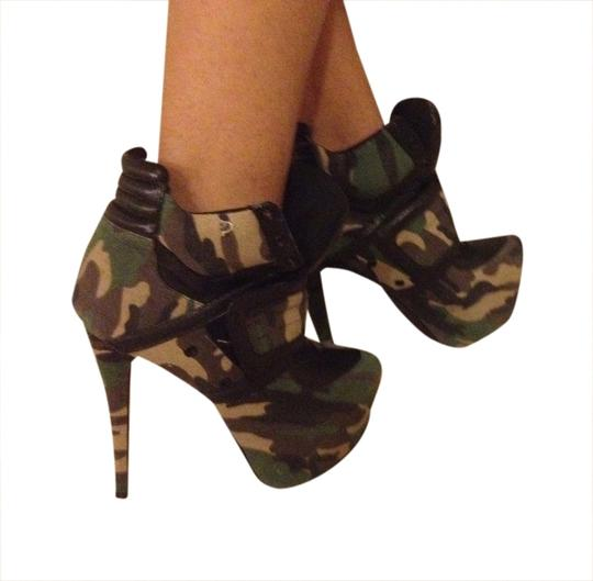 Privileged Army Pumps