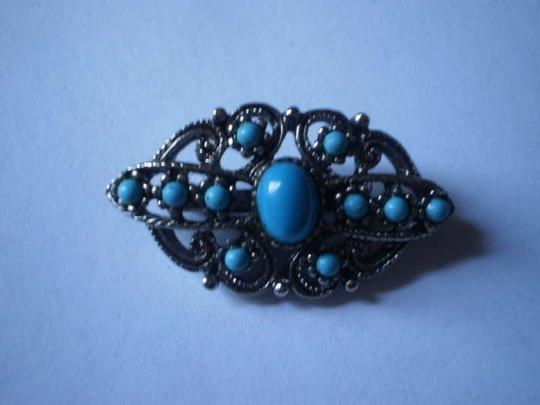 Unknown Like new Vintage silvertone & Faux turquoise brooch pin