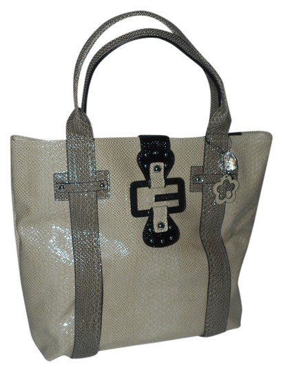 Preload https://item2.tradesy.com/images/guess-bb284724-stone-multi-tote-1774011-0-0.jpg?width=440&height=440