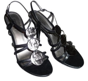 Kenneth Cole Reaction Black and Pewter Pumps