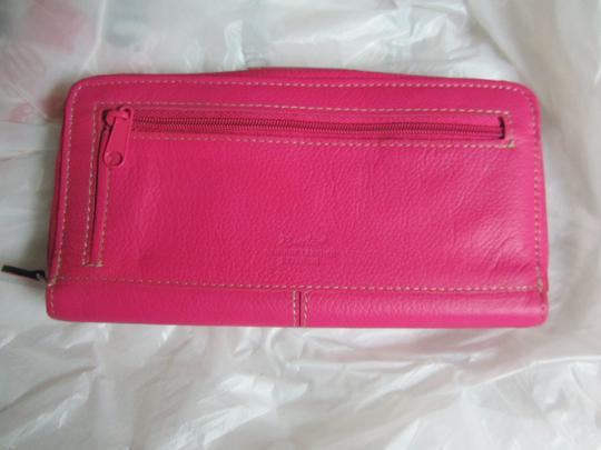 Buxton REDUCED TO SELL QUICK!!! BARGAIN PRICE!!! Beautiful Raspberry Leather Wallet **SALE!**Tri-fold ID checkbook Pebbled Leather Dual Snaps Zipper Cards Lots