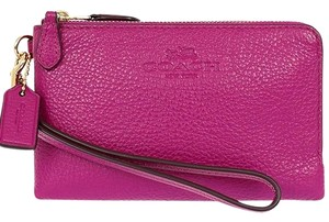 Coach coach DOUBLE CORNER ZIP WRISTLET IN PEBBLE LEATHER (COACH F64130)