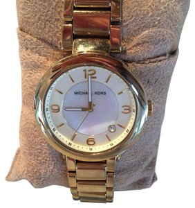 Michael Kors Women's Watch Gorgeous Round 3 Hand Date Watch Mother of Pearl Dial