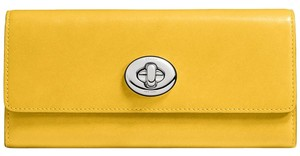 Coach Coach Turnlock Slim envelope WALLET in Smooth LEATHER nwt 53663