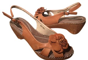 Via Pinky collection Brown Wedges
