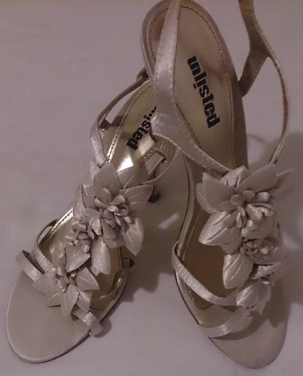 Kenneth Cole Strappy Sandals Embellished Kitten Heel Women 8 gold Pumps