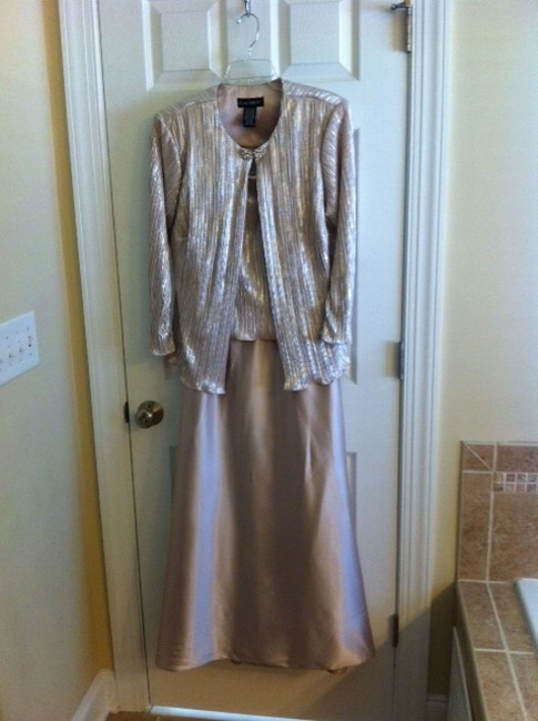 Item - Champagne Beige Polyester Satin Formal Bridesmaid/Mob Dress Size 14 (L)