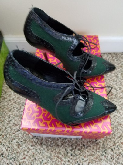 Tory Burch Black & Green Pumps