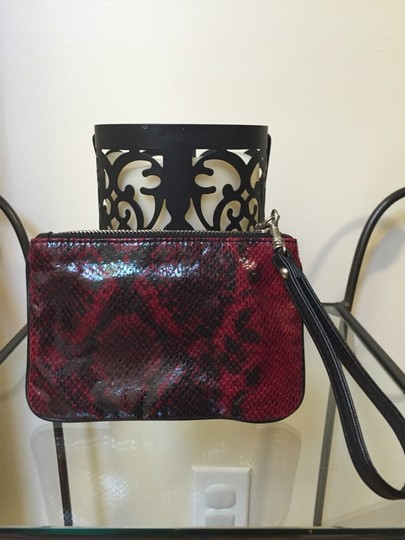 Express Wristlet in Red Black