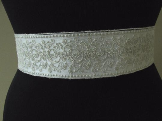 Giavan Ivory Bl 42 Lace Over Satin Ribbon Blt 4 Sash