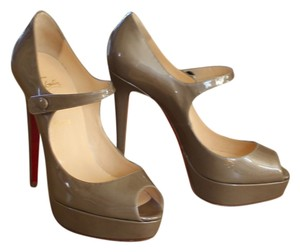 Christian Louboutin Peep Toe Mary Jane Stiletto Hidden Platform Platform Patent Patent Leather Ankle Strap 40 10 New Gold Beige Pumps