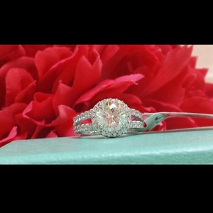 Vvs1 All Sizes Halo Round Pt950 Platnium White Crystal Clear Gold Plated Engagement Ring