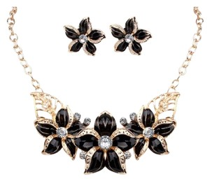 Other BRAND NEW Gold Tone Alloy Black Flower Bib Necklace Set & Matching Earrings