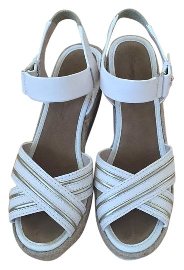 Preload https://item2.tradesy.com/images/tommy-bahama-white-naira-sandal-wedges-size-us-6-regular-m-b-17769796-0-1.jpg?width=440&height=440