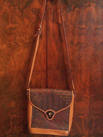 Preload https://img-static.tradesy.com/item/1777370/escada-vintage-paisly-leather-and-coated-fabric-hobo-bag-0-0-540-540.jpg