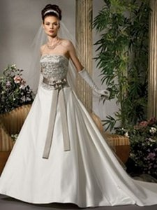 M351/8 Wedding Dress
