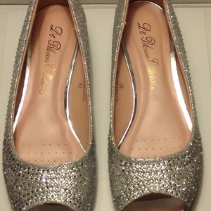 De Blossom Collection Silver/Sparkle Wedges Size US 8.5 Regular (M, B)