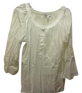 Banana Repblic Causal Three Buttons 3/4 Bell Sleeve Like New. Top White
