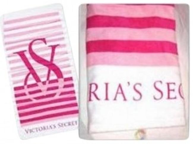 Preload https://item3.tradesy.com/images/victoria-s-secret-beach-towel-with-vs-logo-cover-upsarong-size-os-one-size-177947-0-0.jpg?width=400&height=650