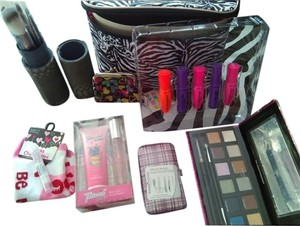 BUNDLE OF BRANDED MAKE UP COSMETICS, BRUSHES & MORE