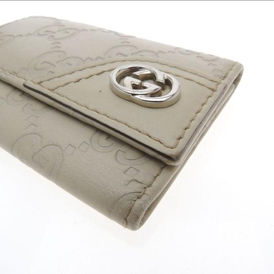 Gucci Beige Guccissima leather with Beige 6 key hooks Image 4