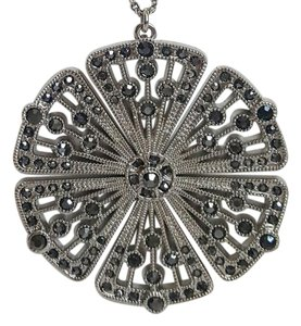 White House | Black Market WHBM Silver Flower Pendant Necklace