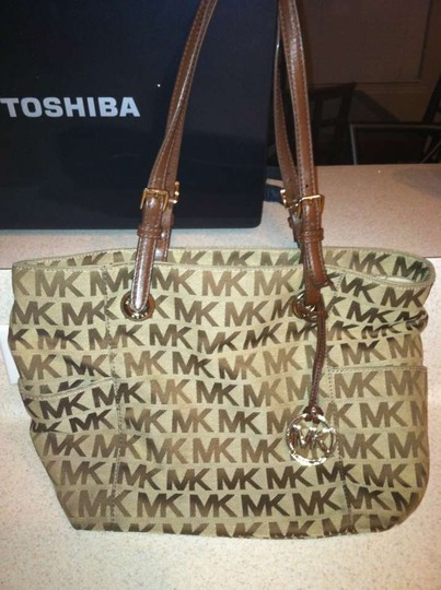 Preload https://img-static.tradesy.com/item/178041/michael-kors-brown-shoulder-bag-0-0-540-540.jpg