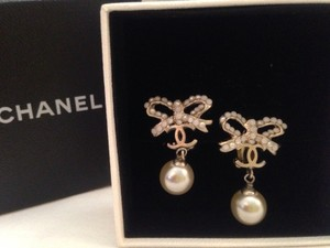 Chanel Chanel Vintage Bow Pearl Dangle Earrings