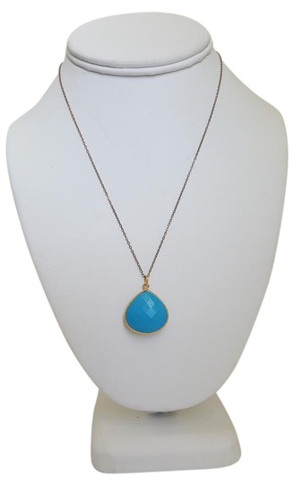 Preload https://img-static.tradesy.com/item/17805034/blue-stone-and-gold-necklace-0-1-540-540.jpg