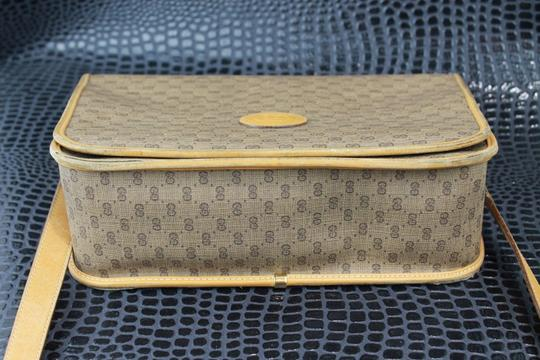 Gucci Shoulder/Cross Gold Hardware Popular Style Perfect Everyday Excellent Vintage Cross Body Bag