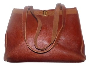 Salvatore Ferragamo Mint Vintage Xl Lizard Embossed Perfect For Everyday Satchel in chestnut brown with gold Vara accent
