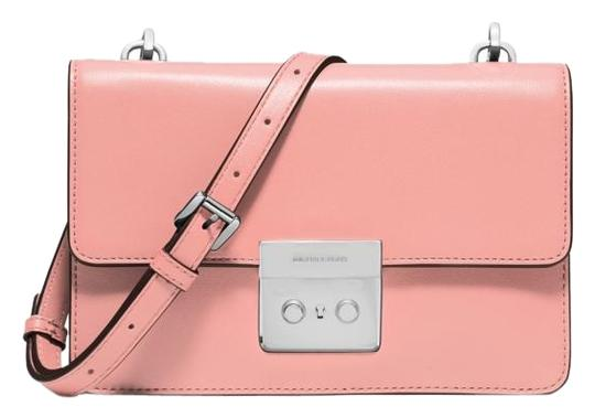 Preload https://img-static.tradesy.com/item/17813920/michael-kors-sloan-small-gusset-pale-pink-leather-cross-body-bag-0-2-540-540.jpg