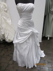 18757 (132l) Wedding Dress