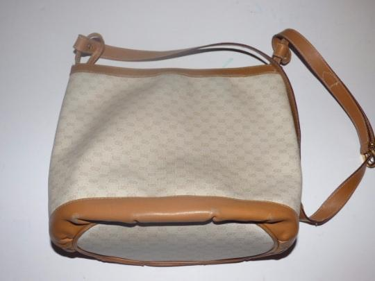 Gucci High-end Bohemian Shoulder/Cross Body Great Everyday Bucket Style Multiple Compartment Satchel in ivory coated canvas with camel small G print & leather