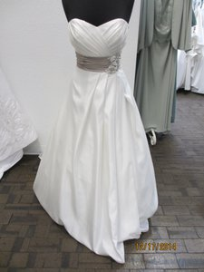 18795 (145l) Wedding Dress