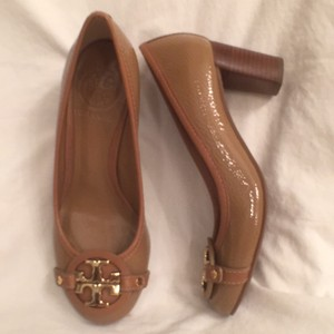 Tory Burch Leather Patent Tan Beige (Tan) Gold Pumps
