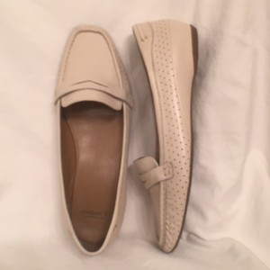 Joan & David Leather Penny Loafer Loafers Slip Ons Beige Flats