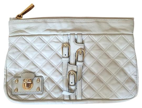 Preload https://img-static.tradesy.com/item/17824648/marc-jacobs-white-leather-clutch-0-1-540-540.jpg
