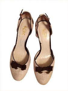 BCBGMAXAZRIA Linen with brown bows Pumps